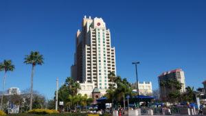 esta metrópoli tropical por primera vez, asombra su variedad de edificios y estilos arquitectónicos
